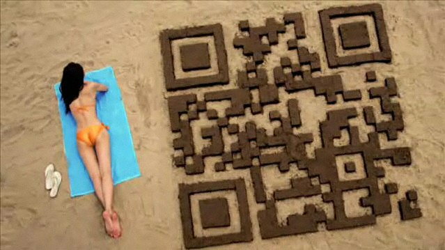 QR Code realizado con arena de la playa